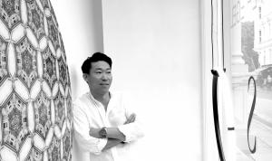Christoffer Egelund har en passion for design og mod til at kombinere begge dele i galleriet i Bredgade 75. Foto: Kristine Fryd